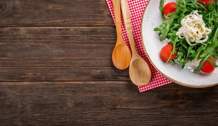 DRBNA VAŘÍ: Do vedra saláty