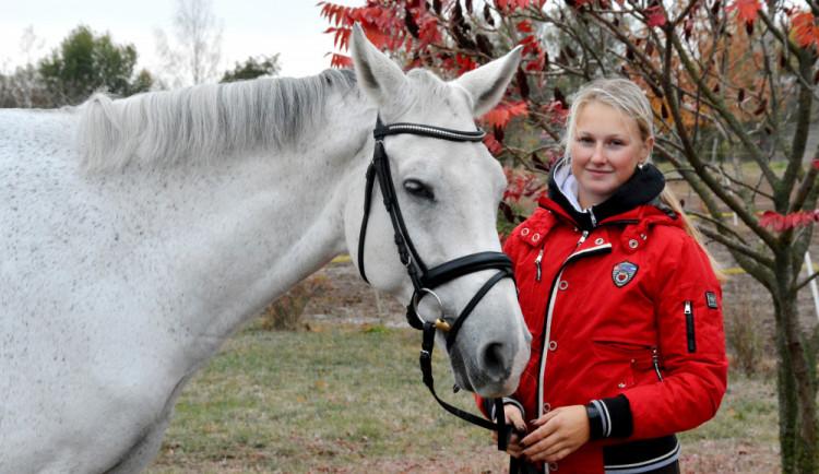 (NE)OBYČEJNÍ: Nejkrásnější pohled na svět je skutečně z koňského hřbetu, říká hradecká jezdkyně Eliška Orctová