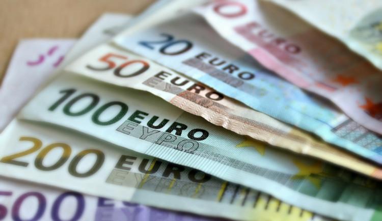 PRŮZKUM: Většina Čechů je stále proti přijetí eura