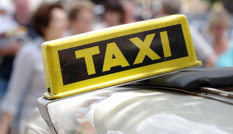 Seniory v Náchodě může nově dovést k lékaři nebo na úřad dotovaný taxík