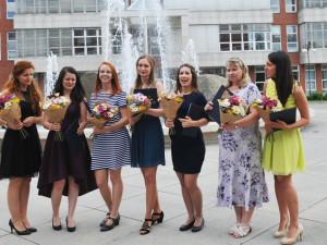 Prvních sedm absolventek