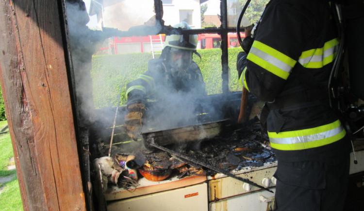 Ve Svinarech hořela rekreační chatka. Oheň vznikl při vaření