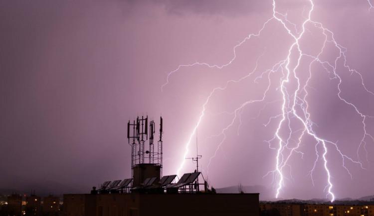 Na Hradec se ženou bouřky. Dorazit mají podle meteorologů po půlnoci