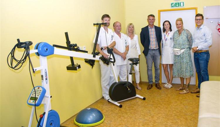 Dětská klinika nemocnice získala od Nadačního fondu Kapka naděje rehabilitační přístroj