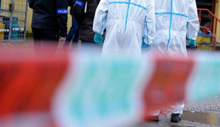 Policie obvinila z pokusu o vraždu muže, na Hradecku útočil nožem