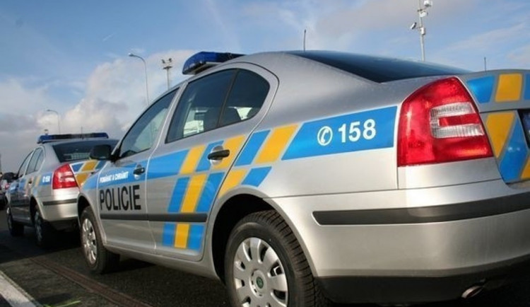 Rusku z balkonu v Krkonoších podle policie neshodili, spadla sama