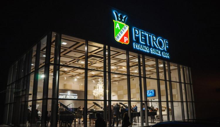 Petrof zvedl tržby na 285 miliónů. Výrazně se zvýšil i počet zaměstanců