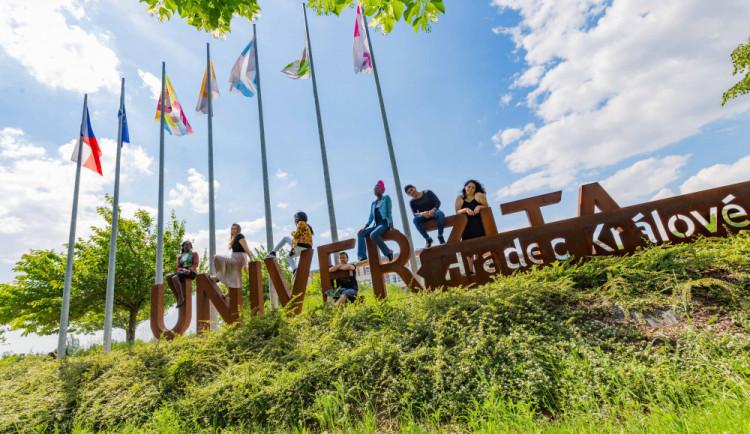 Na Univerzitu míří rekordní finanční prostředky. Letos téměř 18 miliónů