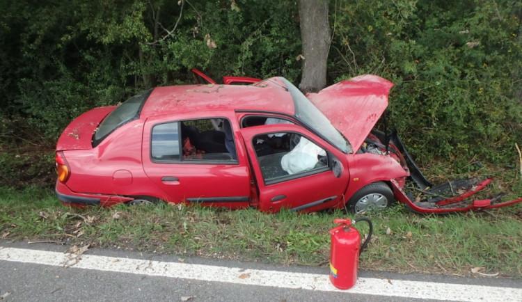 FOTO: Řidič poslal svoje auto na odpis. To následně začalo hořet