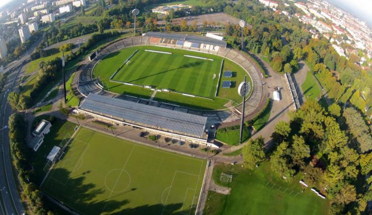 Hradec počtvrté posunul podání nabídek do tendru na stadion