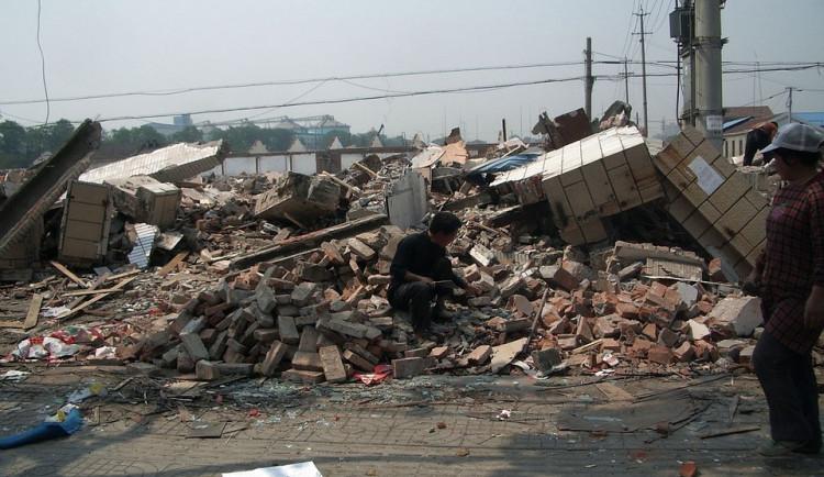 Na Jičínsku se zřítilo dvacetimetrové silo, škoda přesahuje 10 milionů