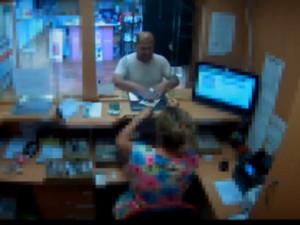 Muž obelstil ženu ve směnárně