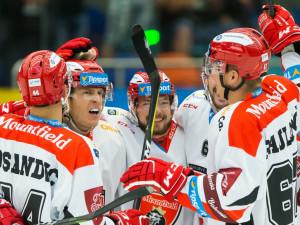 Hradečtí hokejisté se radují z branky