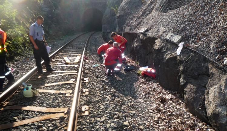 Vlak v Hradci Králové srazil a usmrtil mladého muže