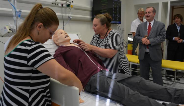 Lékařská fakulta v Hradci má nové simulační centrum