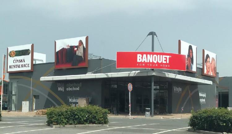 V Hradci se i nadále staví nové obchody. Zóna u OBI se rozrostla o několik prodejen