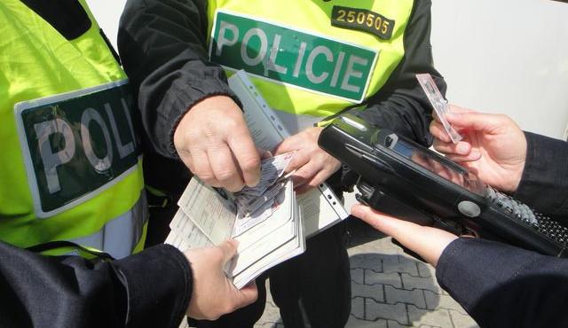Policie na Královéhradecku zadržela 7 cizinců bez pracovního povolení