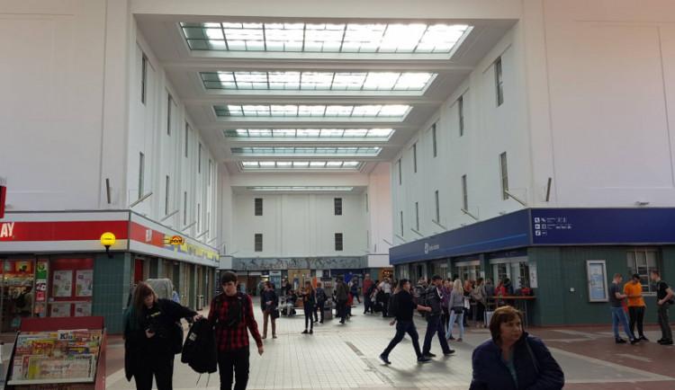 GALERIE: Budova hradeckého nádraží má za sebou dvě třetiny naplánovaných oprav