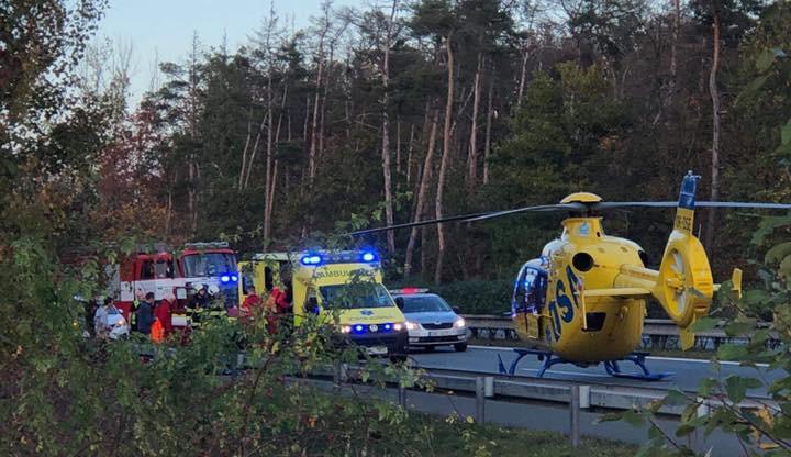 Vážná nehoda na Hradubické. Na místo vyrazil i záchranářský vrtulník