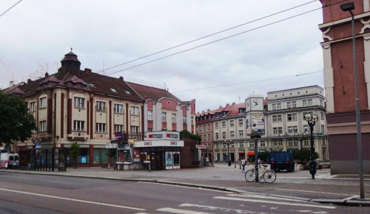 Rotunda na Baťkově náměstí v Hradci přijde o terasu a schodiště