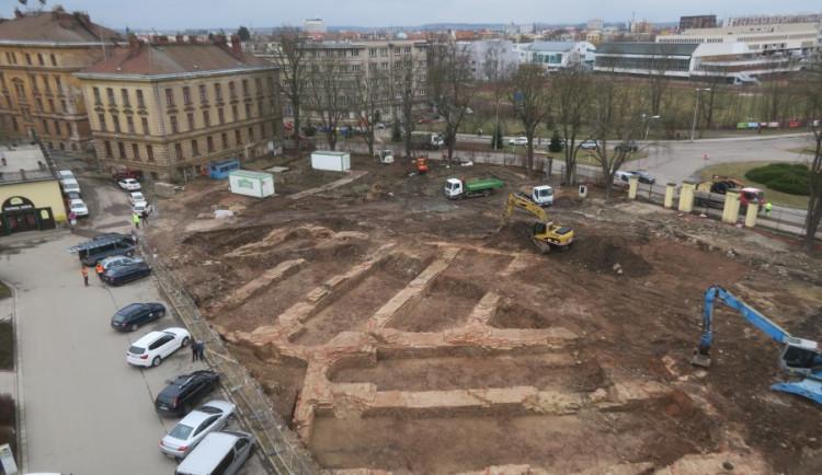 Pozůstatky hradecké pevnosti budou vidět prosklenou podlahou